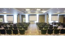 Vibrant Buckingham Suite for up to 260 delegates - ideal conference venue in reading