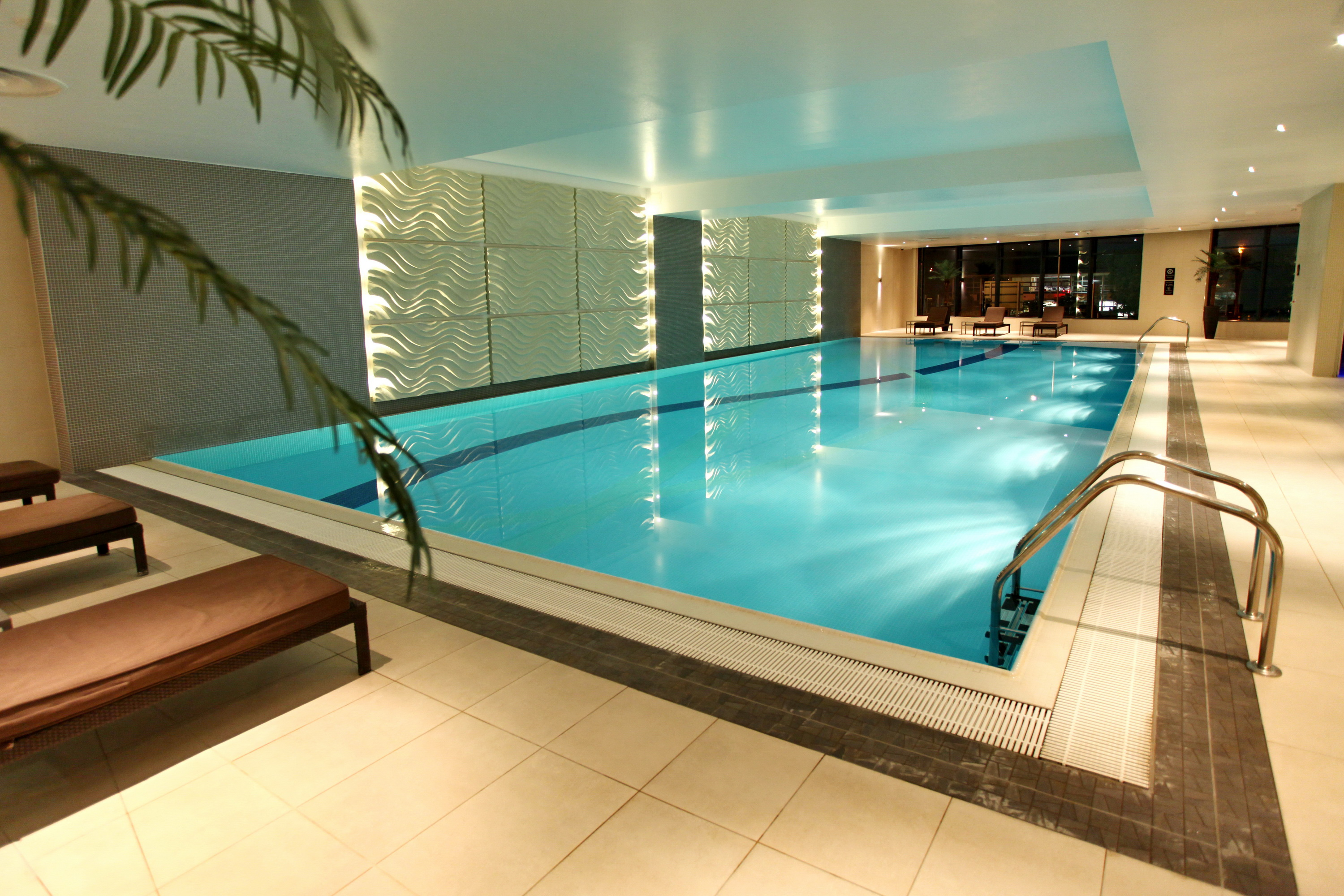 Indoor Swimming Pool with Sun Loungers in Esprit Spa & Wellness at Holiday Inn Reading M4 Jct10